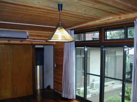 天井壁板張り山小屋風